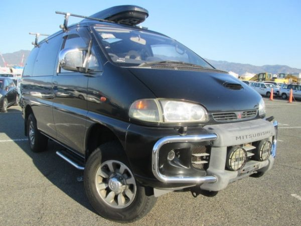 1996 Mitsubishi Delica with Crystal lite roof
